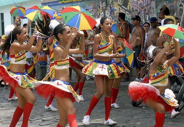Resultado de imagem para festa carnavalesca