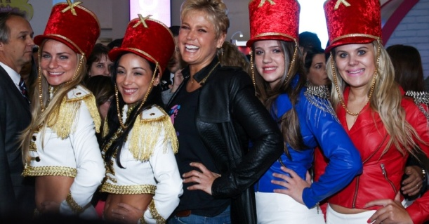 12jun2013---xuxa-causa-tumulto-durante-a-22-abf-franchising-expo-no-expo-center-norte-em-sao-paulo-1371057926828_956x500