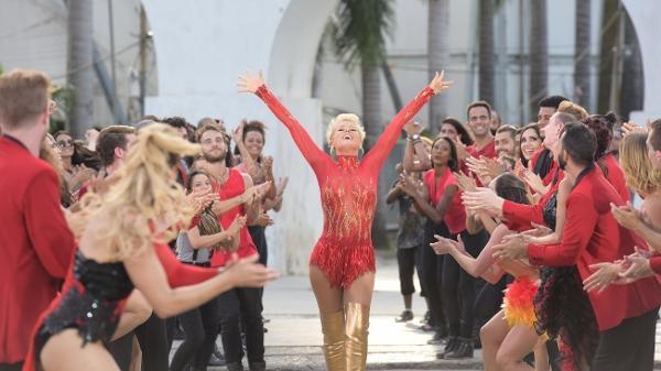 xuxa-danca-na-vinheta-de-abertura-do-programa-dancing-brasil-1490990311315_v2_600x337